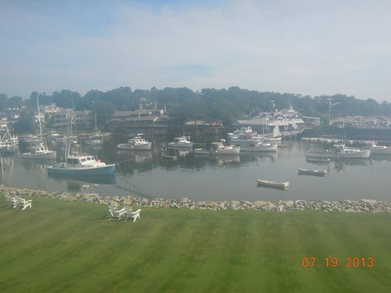 Riverside Motel: Lobster Boats in Perkins Cove.  View from upstairs balcony.