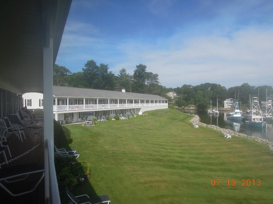 Riverside Motel: View of other building from balcony.