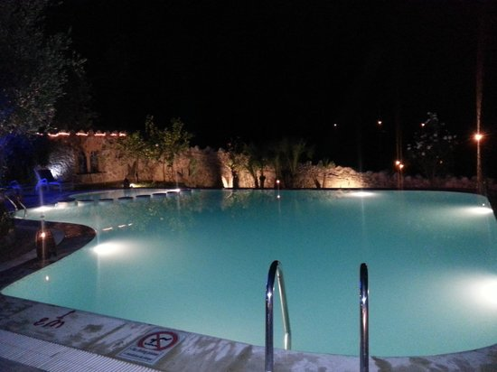 Dar Echchaouen: The pool at night