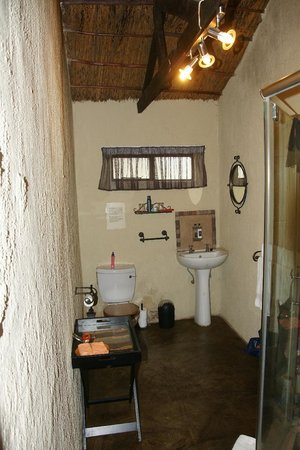 Umkumbe Safari Lodge: Bad Zimmer 5