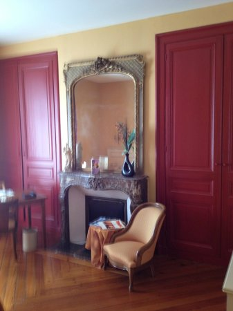 Hotel Ermitage Bouquet : Lovely mirror and wardrobes