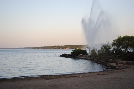 Barrie, Canada: Fountain by the beach