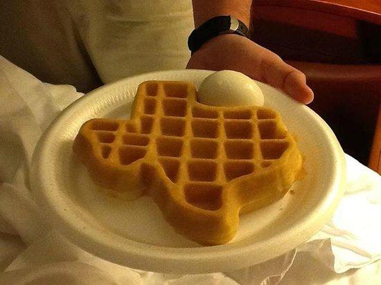 La Quinta Inn San Antonio I-35 N at Rittiman Rd: Texas shaped waffle!