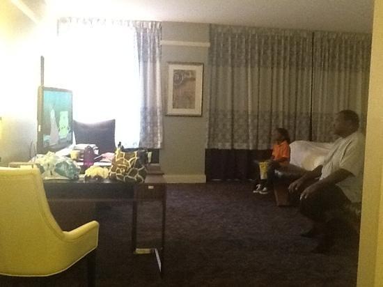 Ambassador Hotel Wichita, Autograph Collection: spacious room