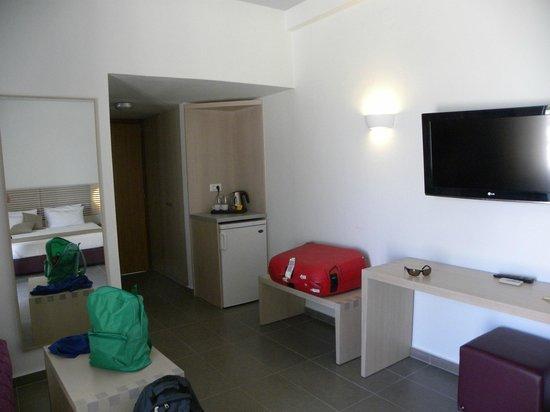 Kakkos Bay Hotel: camera con frigo e bollitore