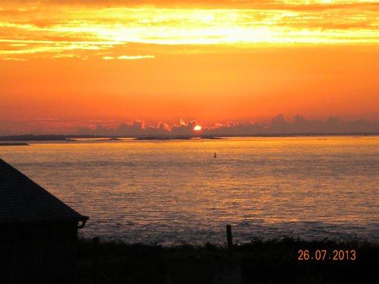 Hostellerie de la Pointe Saint-Mathieu : Sunset view from balcony