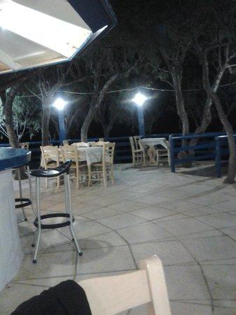 Kakkos Bay Hotel : taverna sulla spiaggia