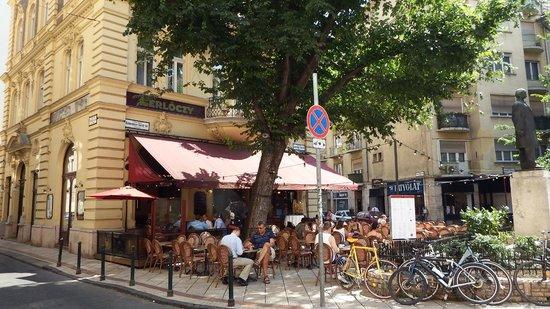 Amazing Gerloczy Rooms De Lux: The Outside Terrace Bar