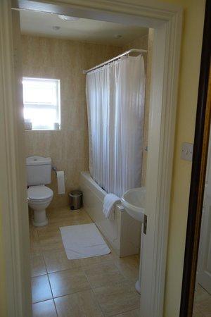Arthur's Lodge Wood: bathroom