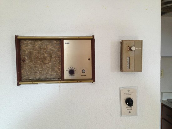 Brittany Motel: thermostat and ?