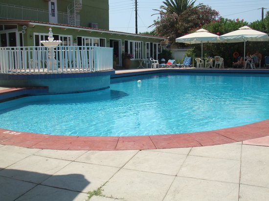 La Cite Hotel: Great pool, lots of room