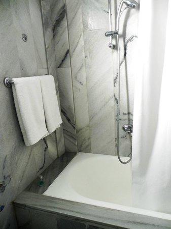 Astir of Paros : Bathroom