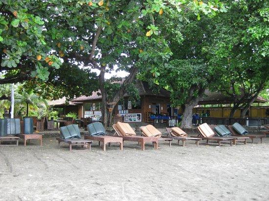 Pondok Sari Beach Bungalow Resort & Spa : der weniger einladende romantische Strand