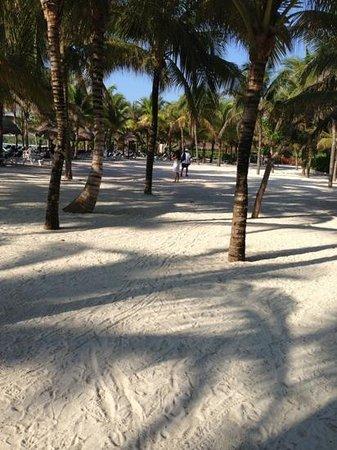 Grand Palladium Kantenah Resort and Spa: zonas amplias dentro del hotel