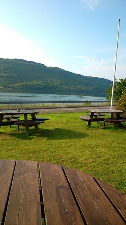 Bay Caledonian Hotel : Having a lager at the hotel seating area