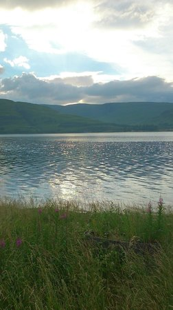 Bay Caledonian Hotel : another fantastic view of the loch opposite the hotel at sun dowm