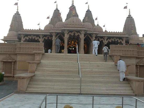 Akshardham Temple: temple main entrance