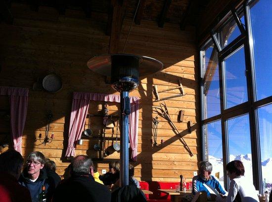 Chamanna Bergrestaurant: indoor restaurant