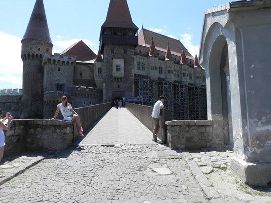 Conacul Archia: Castelul Huniazilor