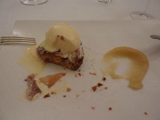 La Fermata Resort: Dessert: warm apple tart with ice cream