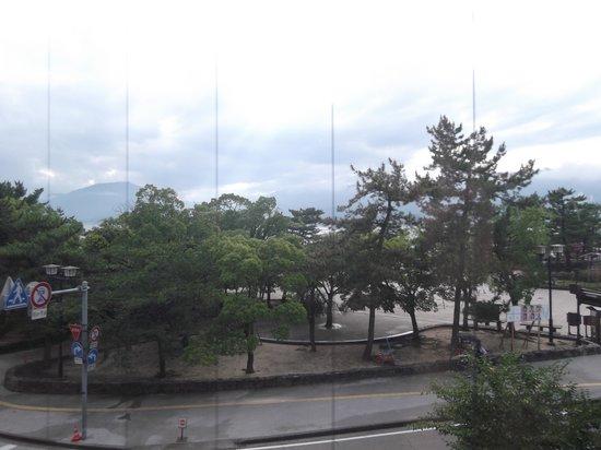Yamaichi Bekkan : vista desde la habitación, día lluvioso