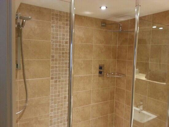 The Woodman Inn: The AMAZING double shower