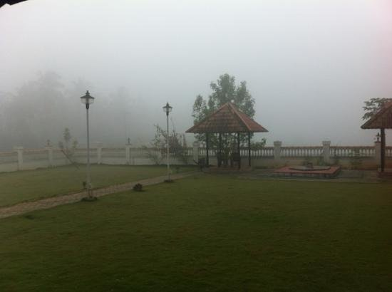 KTDC Pepper Grove Hotel: morning mist