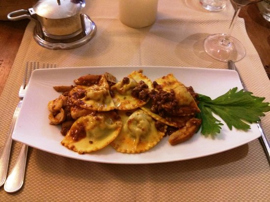 Trattoria Bonini: Ravioli with sauce