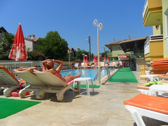Club Ako Apartments: pool area