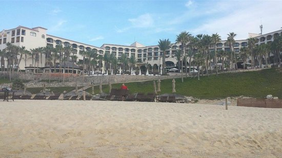 Hilton Los Cabos Beach & Golf Resort: Hotel from the beach