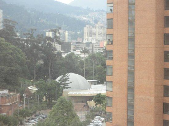 Ibis Bogota Museo: Planetário visto do corredor do hotel