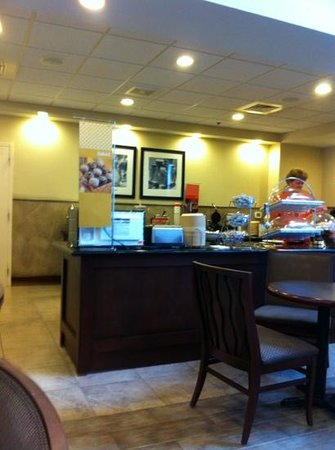 Hampton Inn & Suites Prescott Valley : great breakfast buffet