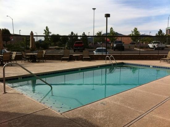 Hampton Inn & Suites Prescott Valley : small very clean pool area