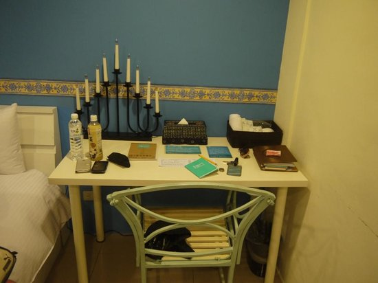 iTravel Service Apartment: Side Table