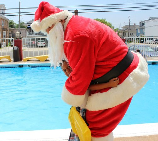 Carideon Motel : Christmas in July