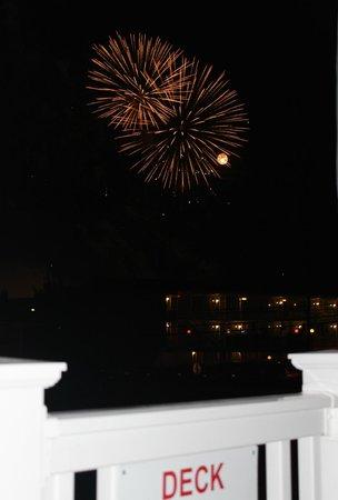 Carideon Motel : Fireworks