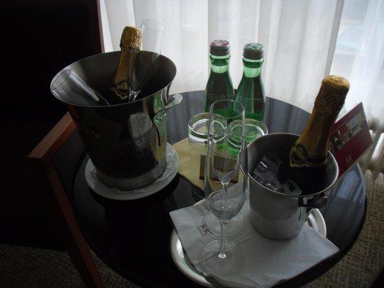 K+K Palais Hotel: Cheers!!!