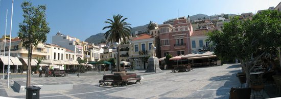 Samos City Hotel : Piazza centrale