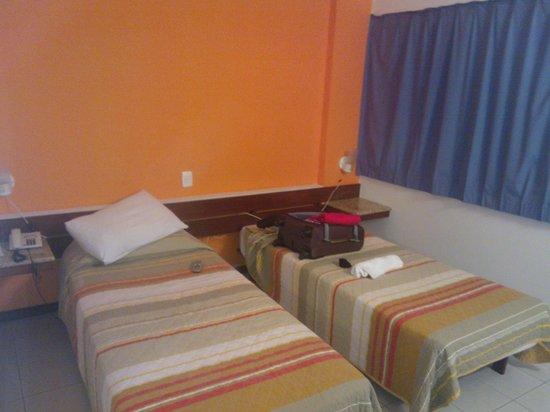 Pisa Plaza Hotel: Quarto