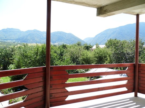 Pensiunea Mosorel: balcone 1 piano