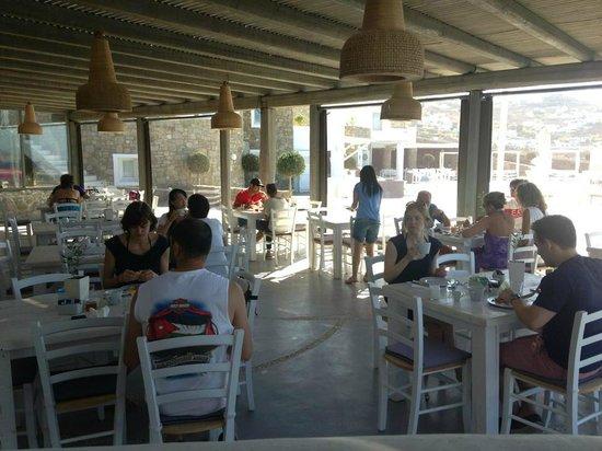 Rocabella Mykonos Art Hotel & SPA : El desayuno en la piscina !