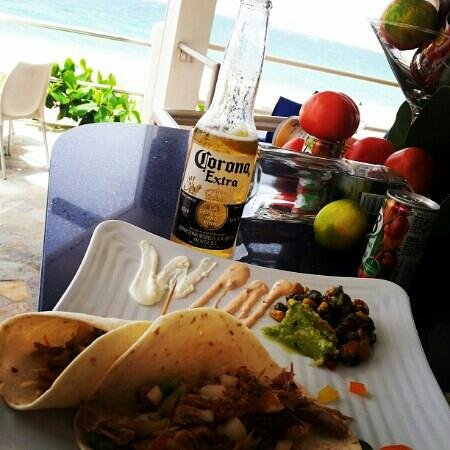 Atlantic Beach Hotel: Pulled pork tacos available from lunch to late night. Their chef adds yellow curried garbanzo be