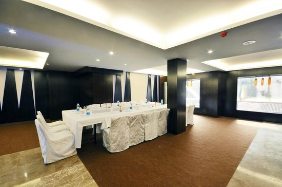 Banquet Hall - Picture of Roland Hotel, Kolkata (Calcutta