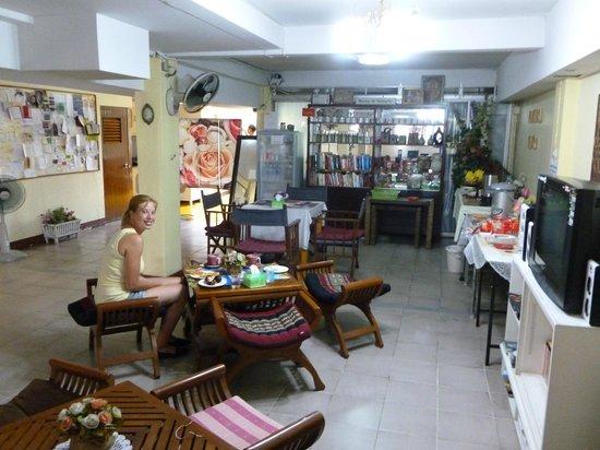 Vanilla Place Guest House: My Fiancee enjoying breakfast