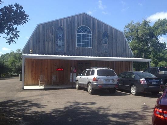 Murchison, Teksas: Here's the exterior of Da'Barn