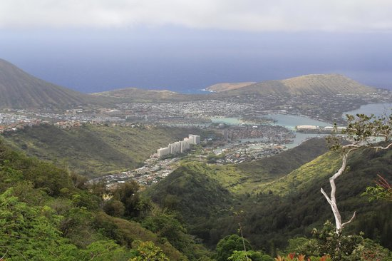 Kuliouou Ridge Hike: Looking north, different view