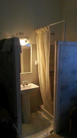 Hotel Comodoro : Coin salle de bains sans porte...