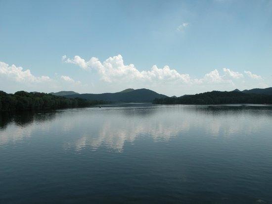 Gu Shan (Solitary Hill) : View from the bridge