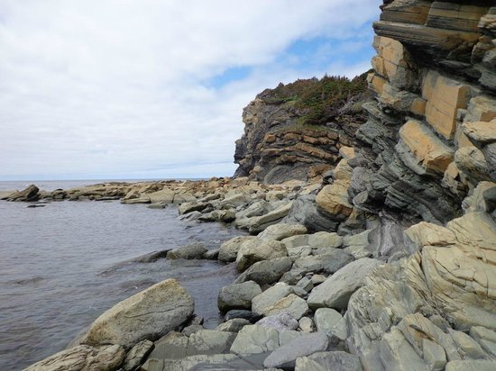 Bottom Brook Cottages: Hiking around the Lobster Point Lighthouse