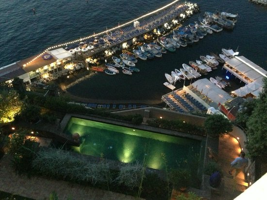 Maison La Minervetta: Marina Grande at night